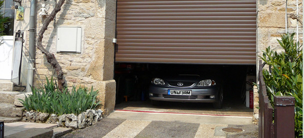 Unaferm fabricant et installateur de volets et de for Installateur de porte de garage