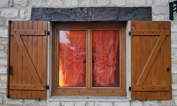 Unaferm fabricant et installateur de volets et de for Fabricant de fenetre bois